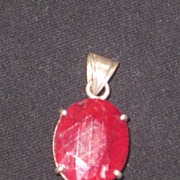 Vintage 16ct ruby and silver pendent