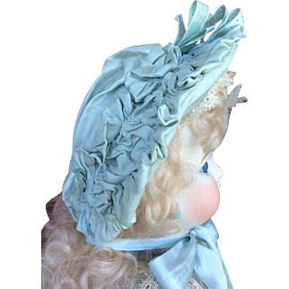 Doll bonnet in antique eau de nil silkfaille