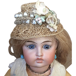 Straw hat for poupee or small bebe