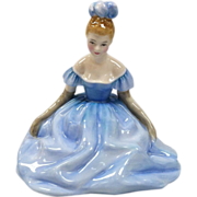 Royal Doulton Figurine Debutante HN 2210