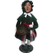 Christmas - Byers Choice The Carolers Figurine - Girl In Green Holding Muff