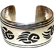 Native American Navajo Sterling Silver Large Statement Cuff Bracelet Bear Paw Design by the Highly Collectible Navajo Artist Rosco Scott