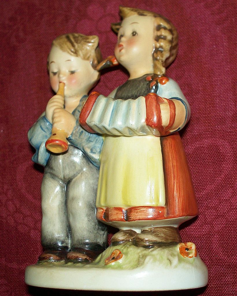 "Rare Hummel  ""Birthday Serenade"" TMK-2   Full Bee  #218 2/0  Reverse Mold Rare"
