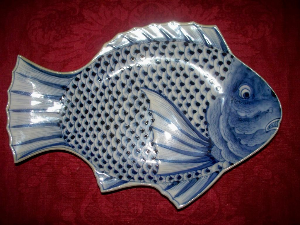 Antique Japanese Imari Sometsuke Porcelain Plate Fish Design  c.1860  Artist Signed