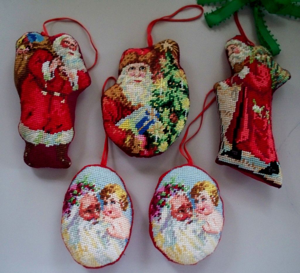 Vintage Christmas Needlepoint Ornaments   5 in all