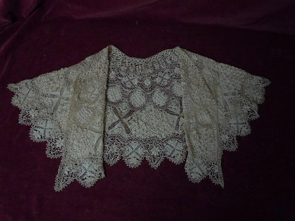 Superb All Original Antique Victorian pure Silk Maltese Bobbin Lace Collar Capelet