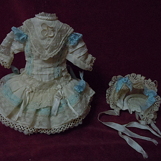 Gorgeous tiny french Bebe Dress w/ Petticoat Hat for tiny doll