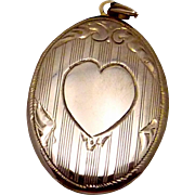 Vintage 1930s ESEMCO Shiman 14K Gold Oval Heart Engraveable Locket Pendant