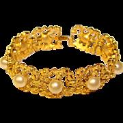 Gorgeous TRIFARI Signed Faux Pearl Vintage Bracelet
