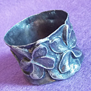 Gorgeous VICTORIAN Antique Estate VIOLETS Engraved Winifred Napkin Ring