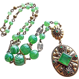 Fabulous ART DECO Green Glass Necklace