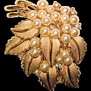 Fabulous TRIFARI Signed Faux Pearl & Rhinestone Vintage Brooch