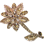 Fabulous WEISS Signed CLEAR RHINESTONE Flower Shaped Vintage Pin Brooch