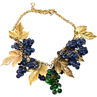 DELICIOUS Figural Grape Dangle Necklace w/Detailed Metal Leaves-- Unsigned Possibly Haskell