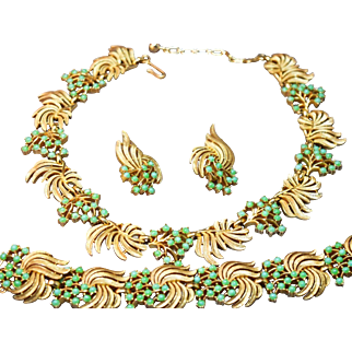 Crown Trifari Brushed Gold Tone & Simulated Jade Bead Necklace/Bracelet/Earring Set!