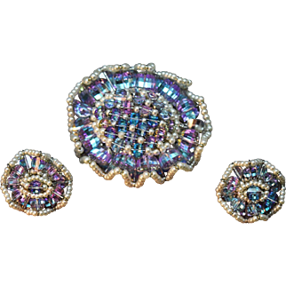 SUPERB Aqua & Lavender Iridescent Crystal Ruffled Edge Vendome Brooch & Earring Set