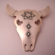 Vintage Southwestern Signed B. Chavez Horned Cow Skull Sterling Silver Brooch Pin