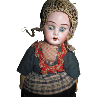 """9"""" Open Dome Bisque Dutch Girl Freee P&I US Buyers"""