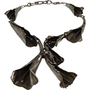 Modernist Jewelry Artist Ernandes Calla Lily Links Necklace 19.5 Inches Long with 5 Brass Biomorphic Flowers Wearable Art