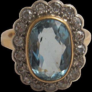 Charming 18K Aquamarine and Diamond Ring