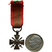Miniature French military medal for French fashion