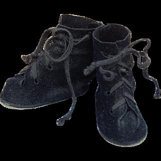 Nice vintage velvet doll shoes