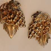 Vintage Napier Gold Tone Grape Cluster Earrings