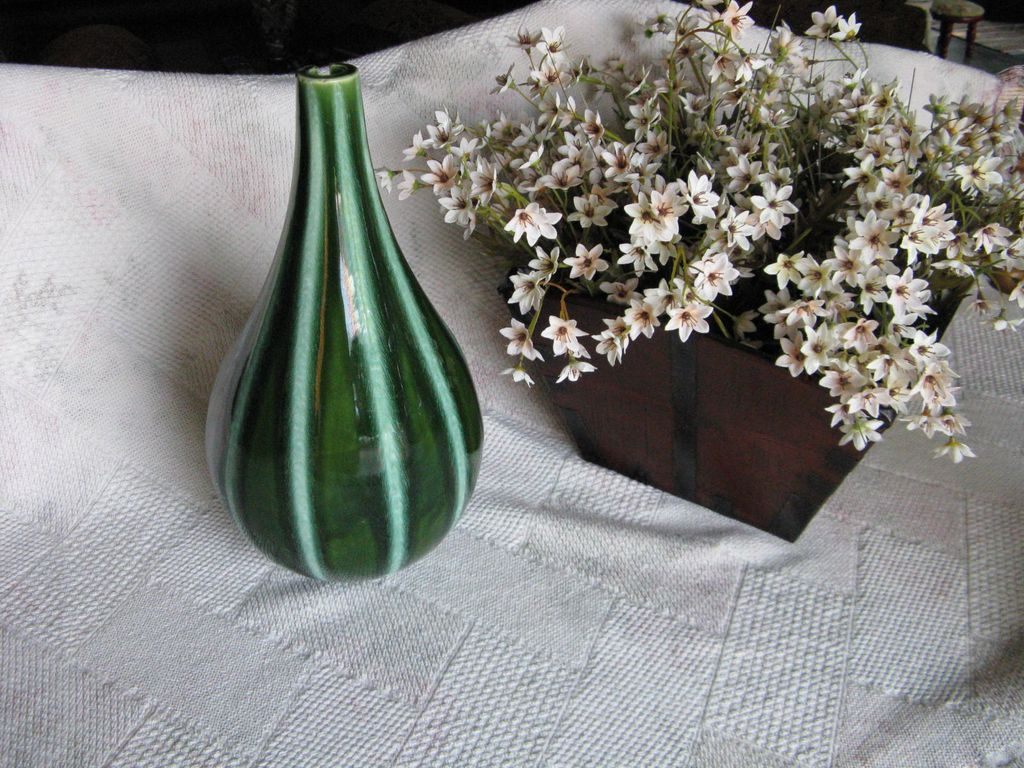 Hull Pottery Continental Vase Evergreen