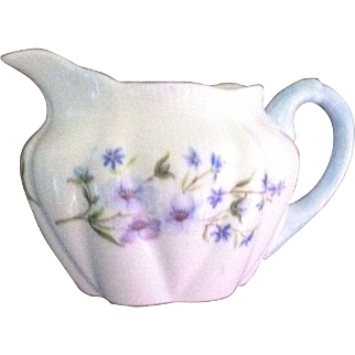 SHELLEY BONE CHINA CREAMER IN THE BLUE ROCK PATTERN (13591)