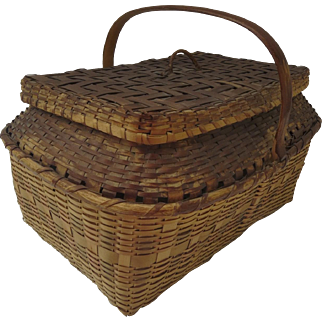Vintage 1900's Winnebago Woven Market Picnic Lidded Basket with Lid and Handle Country