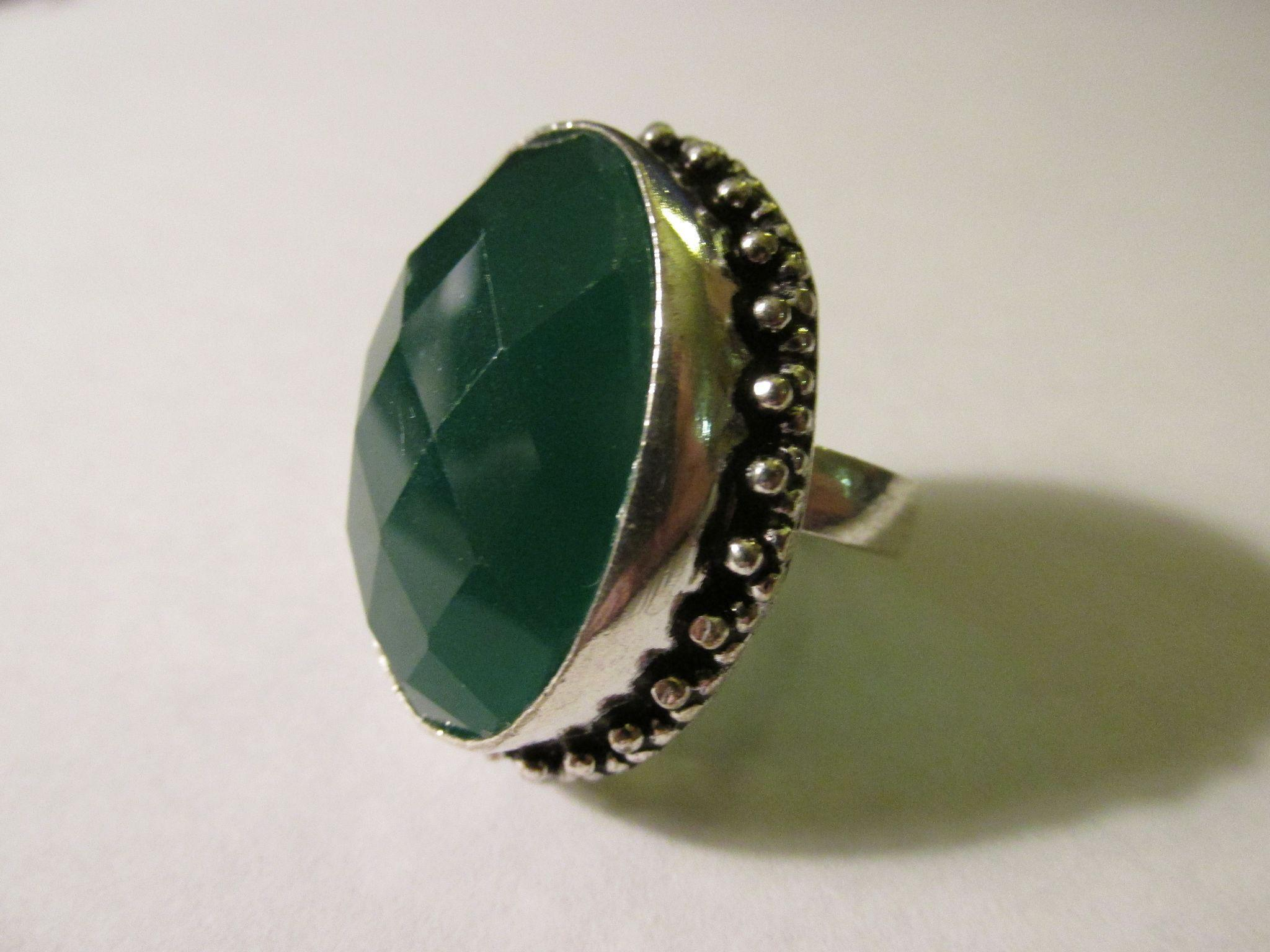 faceted forest green agate gemstone finger ring with