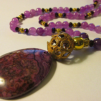 """Purple-Mauve Crazy Lace Agate Pendant with Faceted Alexandrite Gemstone Bead Necklace, 21"""""""