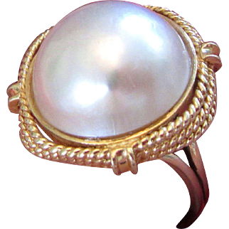 14k  Gold Mabe Pearl 17MM Vintage Ring 1950s