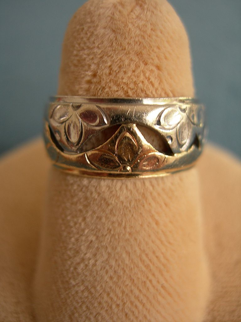 unusual vintage white and rose gold band ring from