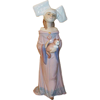 Lladro Medieval Maiden Figurine with her Cat  #6110