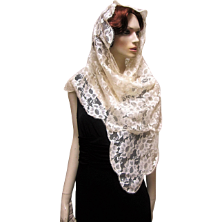 Stunning Ivory Embroidered Floral Lace Mantilla Scarf Shawl