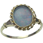 Vintage 10K Yellow Gold Opal Ring.