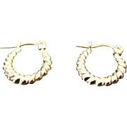 10K Yellow Gold Scalloped Small Hoop Earrings