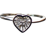 10K White Gold Pretty Diamond Heart Ring