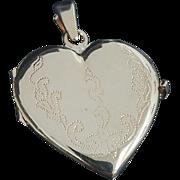 Vintage 14K Yellow Gold Large Engraved Heart Locket