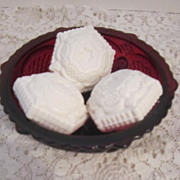 Avon Cape Cod Collection Dessert Bowl / 3 guest soaps Mint in Box