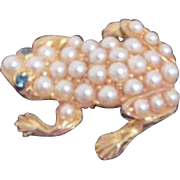 Unsigned Goldtone Frog Pin with Faux Pearls Green Glass Eyes