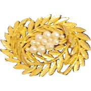 Unsigned Goldtone Swirling Leaves with Faux Pearls Brooch/Pin