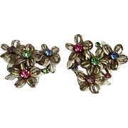 Unsigned Pair of White Flower with Multicolored Rhinestones Clip-on Earrings