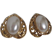 Unsigned Gold Tone and Faux Pearl Clip-on Earrings