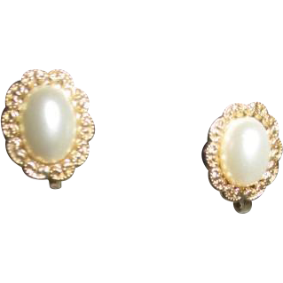 Pair of Clip-on Earrings Small Faux Pearl in Goldtone Setting