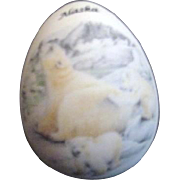 Womack's Collectibles Porcelain Egg with Polar Bear