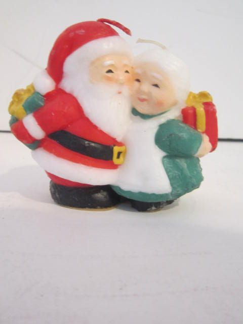 Vintage Santa & Mrs. Exchanging Gifts Candle