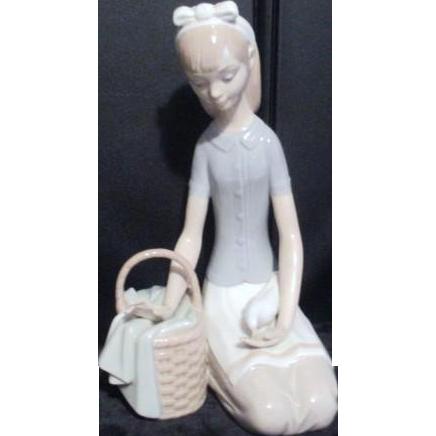 Female sculptures Porcelain women Lladr