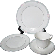 One Place Setting Royal Doulton Vogue Sophistication Pattern 1984 Platinum Trim